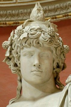 FCBTC / Detail - Colossal statue of Antinous as Dionysos-Osiris (ivy crown, head band, cistus and pine cone). Marble, Roman artwork. Museo Pio-Clementino, Sala Rotunda - Vatican Museums