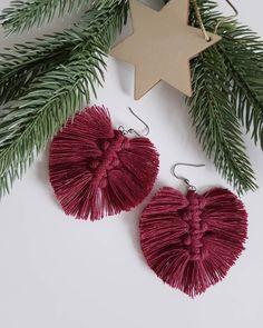 """69 tykkäystä, 18 kommenttia - Tiia Korhonen, Ekotar (@ekotardesign) Instagramissa: """"Mielikki metsän emäntä, Tapiolan tarkka vaimo, koppoi kuontalon vesiltä, villat hienot lainehilta.…"""" Christmas Tree, Christmas Ornaments, Tree Skirts, Holiday Decor, Instagram, Jewelry, Home Decor, Teal Christmas Tree, Jewlery"""