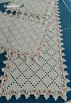 This Pin was discovered by Boż Crochet Borders, Crochet Squares, Crochet Motif, Crochet Shawl, Crochet Designs, Crochet Doilies, Hand Crochet, Crochet Stitches, Crochet Baby