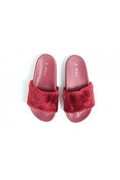 Červené papuče s kožušinou Fur Slides, Adidas, Sandals, Shoes, Fashion, Moda, Shoes Sandals, Zapatos, Shoes Outlet