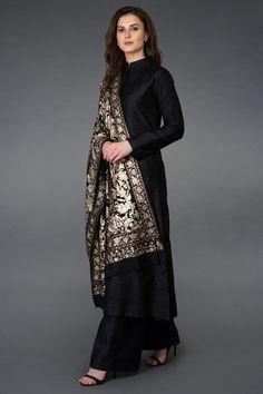 Masterpiece Jamawar Tilla Work Pure Pashmina Shawl with Suit Dress Indian Style, Indian Fashion Dresses, Indian Designer Outfits, Indian Outfits, Pakistani Designer Clothes, Fashion Outfits, Pakistani Fashion Party Wear, Pakistani Dresses Casual, Pakistani Dress Design