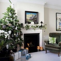 Green Merry Little Christmas, Christmas Holidays, Christmas Interiors, Xmas Decorations, Tis The Season, Future House, Mantle Decorating, Sweet Home, Mantles