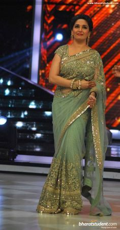 Check Out Photos of Madhuri Dixit, Deepika Padukone and Arjun Kapoor on Jhalak Dikhhla Jaa 7 Sets Indian Bollywood, Bollywood Fashion, Indian Sarees, Bollywood Celebrities, Silk Sarees, Madhuri Dixit Saree, Sabyasachi, Indian Dresses, Indian Outfits