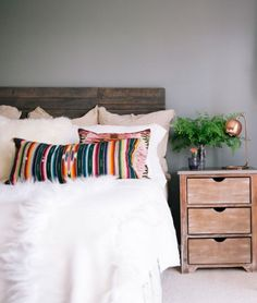 ivory/tan with color accent pillows. greige and cream carpet☆http://www.refinery29.com  ☆https://es.pinterest.com/iolandapujol/pins/