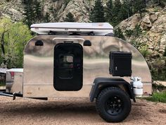 Teardrop trailer features bunkbeds to sleep a family of 4