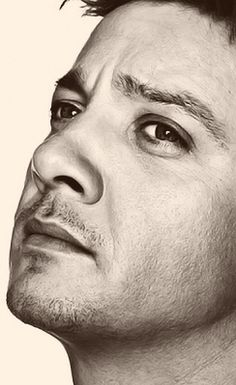 Jeremy Renner. Yes, he's attractive, but that's not why I'm repinning. I'm repinning because I really REALLY want to draw this in charcoal.