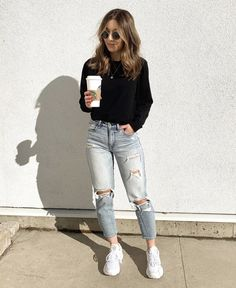 Look calça destroyed Source by delaneyristau The post Look calça destroyed appeared first on How To Be Trendy. Source by outfits jeans Basic Outfits, Warm Outfits, Cute Casual Outfits, Outfits For Teens, Stylish Outfits, Spring Outfits, Women's Casual, Trendy Winter Outfits, Young Mom Outfits