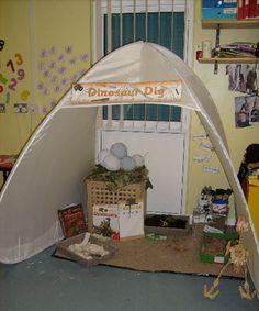 Thema dinosaurus in de kleuterklas , archeologenhoekje Dinosaur dig role-play area from Sian Dinosaurs Preschool, Dinosaur Activities, Dramatic Play Area, Dramatic Play Centers, Classroom Displays, Classroom Themes, Eyfs Classroom, Dinosaur Classroom, Dinosaur Dig