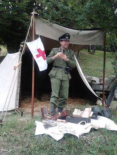 Passo del Giogo, ricostruzione di un campo di battaglia della 2ª Guerra Mondiale.. tenda e medico tedesco.