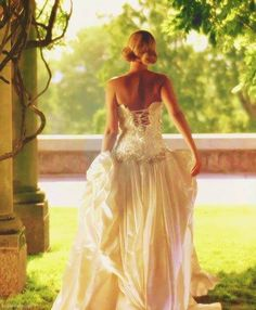 Beyonce Best Thing I Never Had music video / Need to check this one. Gorgeous gown.