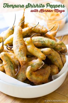 Fabulous Tempura Shishito Peppers with Korean Mayo -- use vegan mayo. Try this tempura recipe with other veggies? Compare with other tempura batter recipes Asian Recipes, Mexican Food Recipes, Vegetarian Recipes, Cooking Recipes, Japanese Recipes, Mexican Dishes, Healthy Recipes, Stuffed Anaheim Peppers, Stuffed Peppers