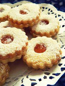 Gasztrobarbár: Ischler és Linzer, ahogyan minálunk szokás Hungarian Desserts, Hungarian Cake, Hungarian Cuisine, Hungarian Recipes, Hungary Food, Best Banana Bread, Pie Cake, Cake Cookies, Food To Make