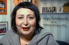 """In """"Mein Buch & ich"""" spricht Julya Rabinowich über ihr Buch """"Dazwischen: ich"""" (Hanser Literaturverlage)."""