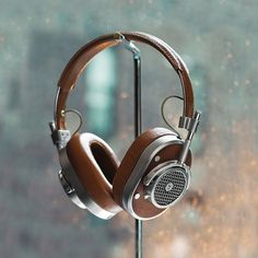 Master & Dynamic designs headphones with the audiophile in mind and an obsession with the interaction between sound and creativity. The MH 40 headphones feature heavy grain leather and soft lambskin and a forged aluminum body, with top-notch audio...