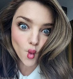 Miranda Kerr still manages to look flawless as she posts playful selfie Miranda Kerr, Protective Hairstyles, Cool Hairstyles, Hairstyle Pics, Beauty Make Up, Hair Beauty, Selfies, Fisher, Fish Face