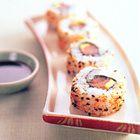 Ura-maki-sushi met zalm en avocado - recept - okoko recepten
