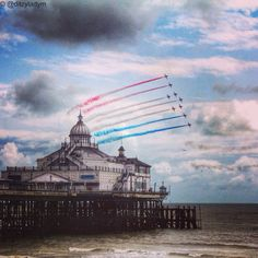 Red Arrows over #Eastbourne pier