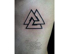 15 tatuajes de triángulos sencillamente originales