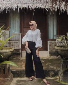 Trendy Skirt Outfits Classy Chic Casual - Trendy Skirt Outfits Classy Chic Casual You are in the right place about cool outfits He - Modern Hijab Fashion, Street Hijab Fashion, Hijab Fashion Inspiration, Muslim Fashion, Fashion Outfits, Modest Fashion, Fashion Tips, Casual Hijab Outfit, Ootd Hijab