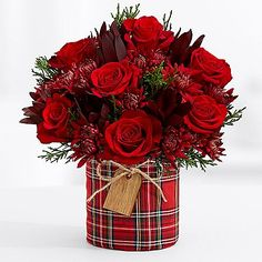 Search for home for the holidays floral centerpiece - Fresh Flowers Christmas Flower Arrangements, Christmas Table Centerpieces, Christmas Flowers, Beautiful Flower Arrangements, Floral Centerpieces, Floral Arrangements, Christmas Wreaths, Christmas Crafts, Christmas Decorations