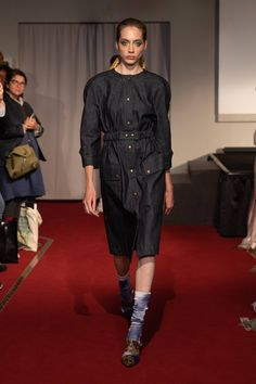 See all the Collection photos from Symonds Pearmain Spring/Summer 2020 Ready-To-Wear now on British Vogue Live Fashion, Fashion 2020, Womens Fashion, Fashion Trends, Ladies Fashion, Vogue Paris, Singer Fashion, Vogue Mexico, Catwalk Fashion