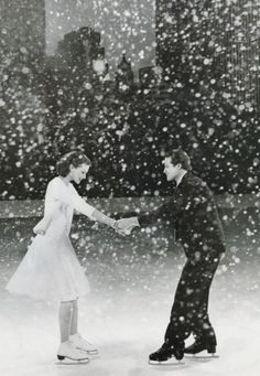 Winter evening romance: ice skating with falling snow and cityscape. Christmas Proposal, Christmas Wedding, Photo Couple, Wedding Proposals, Hopeless Romantic, Belle Photo, Black And White Photography, Cute Couples, Winter Wonderland