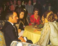 cotilleando:  l-r King Hussein of Jordan, Princess Sofia of Spain, Queen Anne-Marie of Greece, and Empress Farah, Iran, Persopolis Celebration (2500 years of Iran), 1971