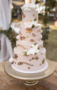 Planner: At Last Wedding + Event Design, Photo: Bumby Photography Beautiful Wedding Cakes, Glamorous Wedding, Beautiful Cakes, Dream Wedding, Fuschia Wedding, Blush Pink Weddings, Pastel Weddings, Spring Weddings, Cake Decorating Courses