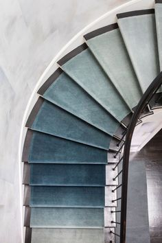 [New] The 10 Best Home Decor Today (with Pictures) - Loving this whimsical carpet design on these stairs! Carpet Staircase, Staircase Runner, Stair Runners, Stair Carpet Runner, Navy Stair Runner, Staircase Walls, Escalier Design, San Francisco Houses, Foyer Decorating