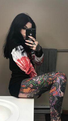 Scene Hair — Girl with the dragon tattoo Tattoed Women, Tattoed Girls, Inked Girls, Sexy Tattoos, Girl Tattoos, Tatoos, Tattoo Passion, Gem Tattoo, Mujeres Tattoo