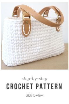Crochet handbag pattern with full video tutorial with subtitles for the deaf! Super cute and pretty easy. Made in the round using t-shirt yarn. Click to view