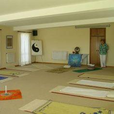Der sonnendurchflutete Yogaraum. Entspannt reisen mit www.renatour.de