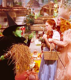 Judy Garland & Billie Burke and Margaret Hamilton ~ The Wizard of Oz Wizard Of Oz Movie, Wizard Of Oz 1939, The Worst Witch, The Good Witch, Classic Hollywood, Old Hollywood, Margaret Hamilton, Billy Burke, Broadway