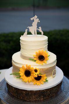 Desi Wedding, Wedding Pins, Wedding Ideas, Las Vegas Weddings, Real Weddings, Peony Cake, Sunflower Cakes, Damask Wedding, Beautiful Wedding Cakes