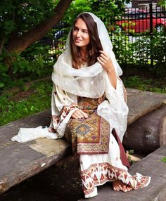 A beautiful and elegant portrait from Canada in celebration of the Romanian blouse! Folk Costume, Costumes, People Of The World, Traditional Outfits, Kimono Top, Dress Up, Sari, Bohemian, Style Inspiration