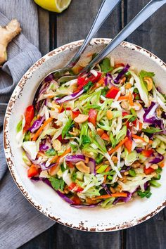 Healthy Cabbage Salad with Orange-Lime Dressing - - Crunchy and healthy, this cabbage salad recipe is perfect for your midweek lunches or larger gatherings. - de ensalada de tocino y brocoli Easy Salad Recipes, Easy Salads, Lunch Recipes, Healthy Recipes, Healthy Lunches, Savoury Recipes, Dinner Healthy, Healthy Salads, Summer Salads