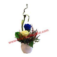 Lọ hoa tươi sấy khô Đà Lạt nhỏ nhắn và xinh xắn đặt trên bàn làm việc của bạn!