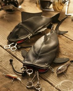 Shark-bag in leather.