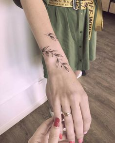 tiny, chic wrist tattoos that are better than a bracelet 36 ~ Modern House Design Wrap Around Wrist Tattoos, Flower Wrist Tattoos, Small Wrist Tattoos, Finger Tattoos, Body Art Tattoos, Wrist Bracelet Tattoos, Cuff Tattoo Wrist, Arm Wrap Tattoo, Around Arm Tattoo