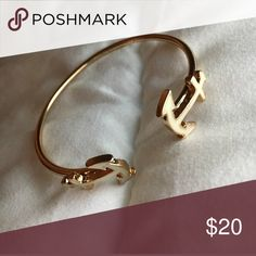 Anchor Bracelet ⚓️ Gold and White Anchor Bracelet. One size fits all! Jewelry Bracelets
