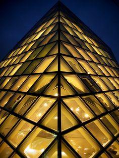 Prada building, Tokyo, Japan: photo by PopLife