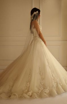 WOW THIS DRESS IS STUNNING!!!   Yasmine Yeya Couture wedding dress.  Beautiful silhouette with intricate details, luxurious fabrics and laces.