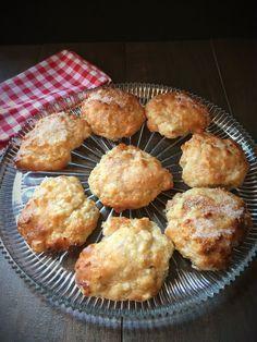 Schnelle saftige Apfelballen. Mit Zimtzucker oder Zuckerglasur.