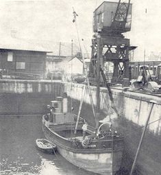SAXON in Kingston Dock, Glasgow was probably the last 'puffer' in commercial use. Built in Kirkintilloch on the Forth & Clyde Canal in 1903, she was owned in Millport, Cumbrae, 1925 to '65. She was then used in the 'ParaHandy' TV series before being broken up in 1967. (Photo by Dan McDonald) Model Ship Building, Boat Building, London Docklands, Dutch Barge, Boat Drawing, Merchant Navy, Cool Boats, Whitewater Kayaking, Canoe Trip