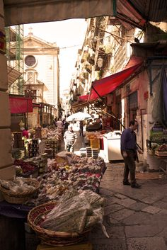 Sunday morning in Palermo market