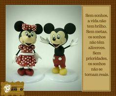 Lá vem o Mickey e a Minnie! Decoração infantil em biscuit/porcelana fria, para quartos e festas. www.facebook.com/gaiotto.atelier http://agaiotto.blogspot.com/ atelier.gaiotto@gmail.com F: (19) 3012-3588