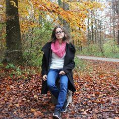 #autumn #scarf #rose #knitting #handmade #streetstyle #fireplace #florest Bomber Jacket, Vest, Street Style, Autumn, Knitting, Craft, Handmade, Jackets, Fashion