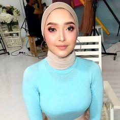 Arab Girls Hijab, Girl Hijab, Beautiful Muslim Women, Beautiful Hijab, Hijab Niqab, Muslim Beauty, Casual Hijab Outfit, Girls Wear, Hijab Fashion