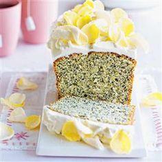 Poppy seed and lemon cake with cream cheese frosting recipe. This light and refreshing cake recipe is just the sort of thing to have on standby in the freezer for a rainy weekend when last minute guests arrive. Cupcakes, Cake Cookies, Cupcake Cakes, Cake With Cream Cheese, Cream Cheese Frosting, Cheesecakes, Ginger Loaf Cake, Baking Recipes, Cake Recipes