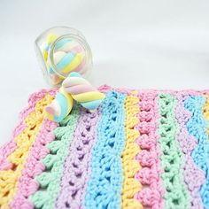 Candy Colors arrasam! Veja essa inspiração no armarinhosaojose.blogspot.com.br Fios no www.armarinhosaojose.com.br #artesanato #croche #agulhas #artemanual #armarinhos #saojosearmarinho #circuloprodutos #crocheteira #crochebrasil #lovecroche #handmade #feitoamao #homewares Foto : Círculo